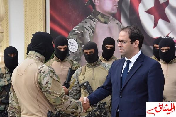 Iبالصور:زيارة رئيس الحكومة لمدرسة الحرس الوطني ببئر بورقبة