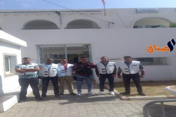 Iإستجابة لقرار نقابة قوات الامن الداخلي: أمنيو تطاوين يرتدون 'صدرية' بدل الزي النظامي!